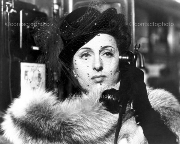 """Film """"Il bandito"""" 1946 di Alberto Lattuada Nella foto: l'attrice Anna Magnani in una scena del film @ArchiviFarabola [892513] ================================ Film """"The Bandit"""" 1946 by Alberto Lattuada  In pictures: the actress Anna Magnani in a scene from the movie"""