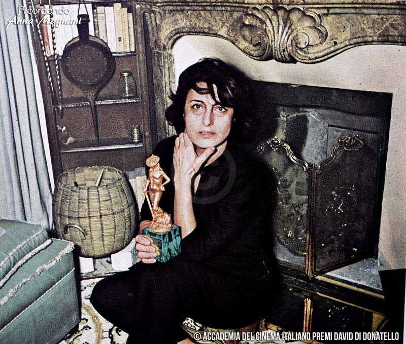 Anna Magnani con il David di Donatello