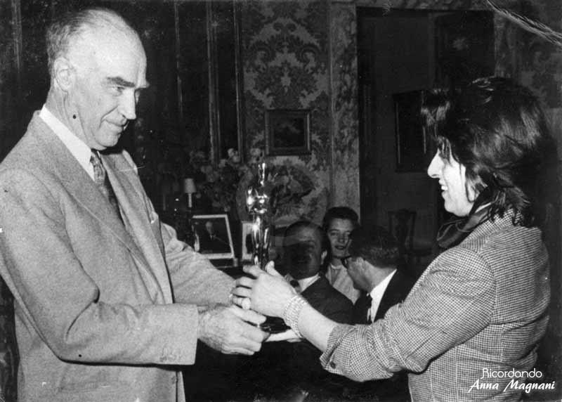 Consegna statuetta Oscar Anna Magnani