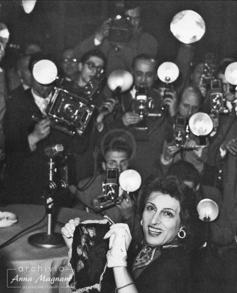 Anna Magnani vince l'Oscar Onorevole